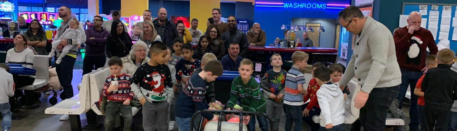 U7s and U8s players and parents at bowling
